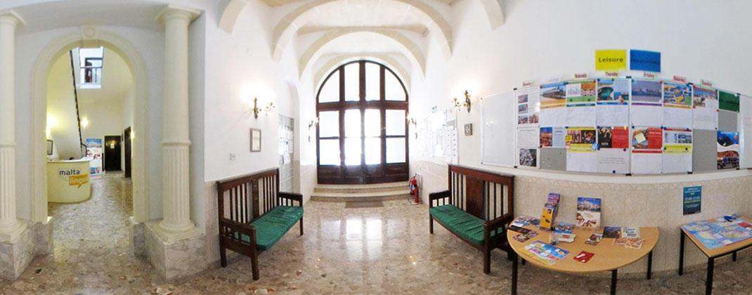 Eingang der Sprachschule
