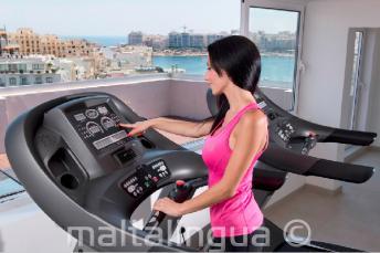 Argento Fitnessraum mit Trainingsgeräten in St Julians