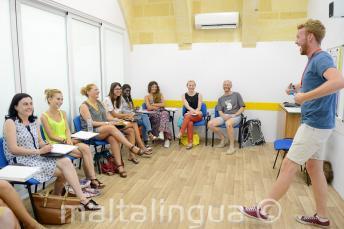 Lustige Lehrer im Sprachunterricht