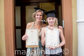 Mutter und Tochter haben beide an einem Englischkurs teilgenommen