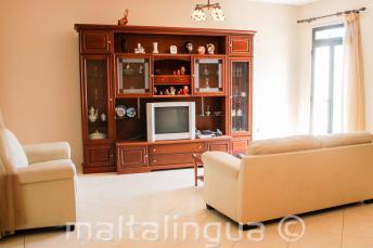 Wohnzimmer einer maltesischen Gastfamilie