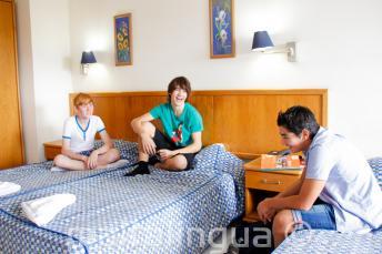 3 Teenager Sprachschüler in einem Zimmer unserer Residenz