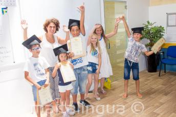 Kids mit ihren Englisch Sprachzertifikaten