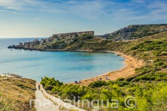 Sicht auf den Sandstrand von Mellieha, Malta