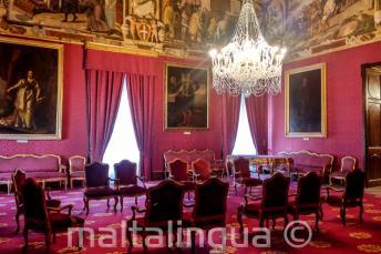 Ein prunkvoller Raum in einem Palast in Valletta