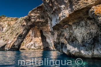 Ein Felsbogen in der blauen Grotte, Malta
