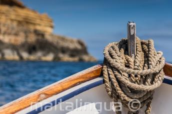 Der Bug eines traditionellen maltesischen Boots