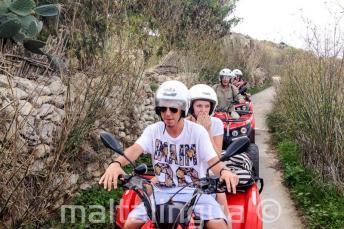 Sprachschüler auf einer Quad Bike Tour auf Gozo