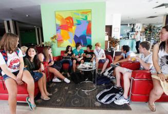 Englische Sprachschüler in der Teenager Lobby Residenz