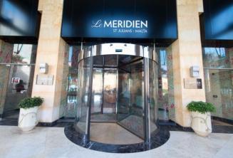 Eingang des Meridien Hotels in Malta