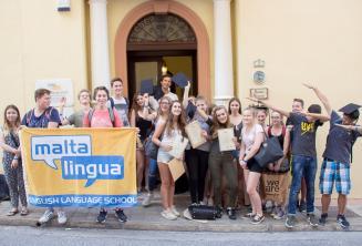 Teenager Englisch Sprachschüler außerhalb der Sprachschule