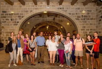 Geführte Tour auf Englisch mit Weinprobe