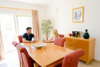 Sprachschule Apartment Unterkunft Esszimmer in St Julians